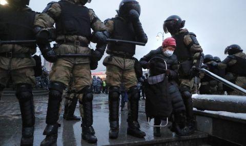 Захариева осъди арестите на протестите за Навални