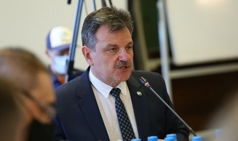 Д-р Симидчиев за COVID кризата: Българското население е поставено в неизгодно положение