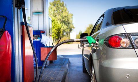 Къде в Европа е най-евтин бензин А-95 и колко литра могат да се купят с една средна заплата в различните държави