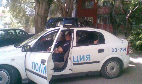 Задържан е мъж, скочил да бие медици и полицаи